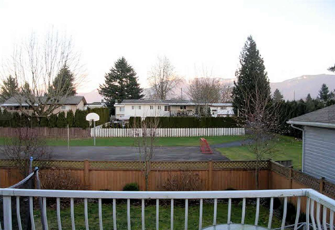 Photo 3: Photos: 10554 PONDERAY Street in Chilliwack: Fairfield Island House for sale : MLS®# R2472985