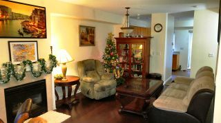 """Photo 3: 4 915 TOBRUCK Avenue in North Vancouver: Hamilton Townhouse for sale in """"CLEARWATER"""" : MLS®# R2131517"""