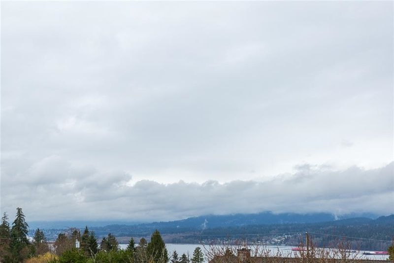 FEATURED LISTING: 7052 SIERRA Drive Burnaby