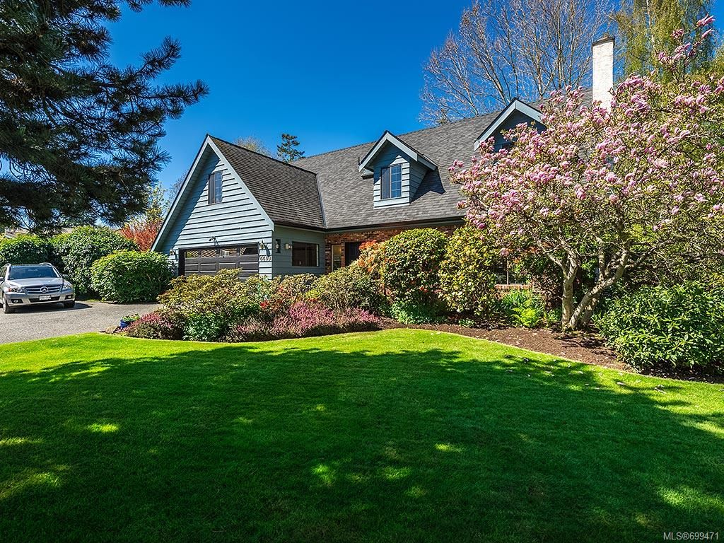 Main Photo: 4409 Robinwood Dr in : SE Gordon Head House for sale (Saanich East)  : MLS®# 699471