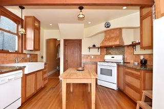 """Photo 4: 358 E 45TH Avenue in Vancouver: Main House for sale in """"MAIN"""" (Vancouver East)  : MLS®# R2109556"""