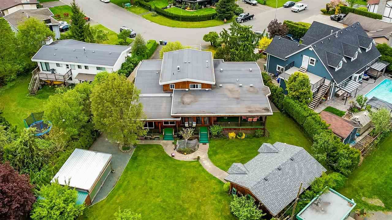 Main Photo: 45878 LAKE Drive in Chilliwack: Sardis East Vedder Rd House for sale (Sardis)  : MLS®# R2576917