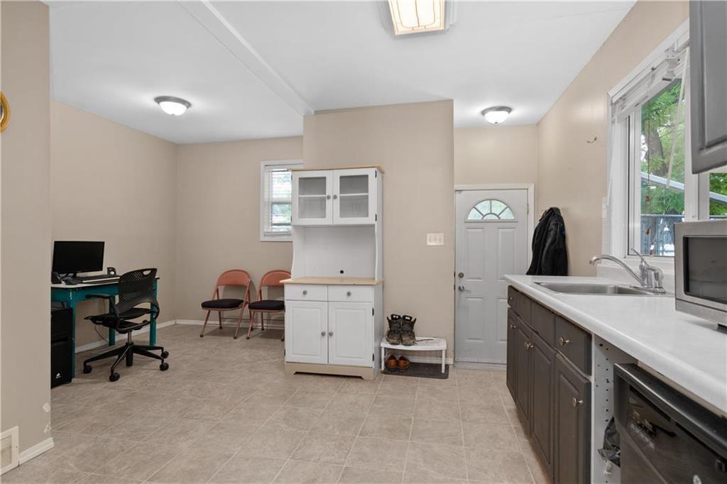 Photo 7: Photos: 364 Lariviere Street in Winnipeg: Norwood Residential for sale (2B)  : MLS®# 202115255