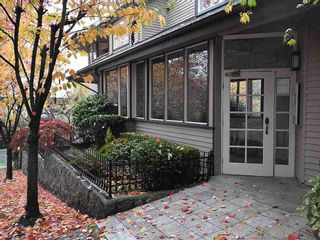 """Photo 1: 13 1620 BALSAM Street in Vancouver: Kitsilano Townhouse for sale in """"OLD KITS TOWNHOMES"""" (Vancouver West)  : MLS®# R2012310"""