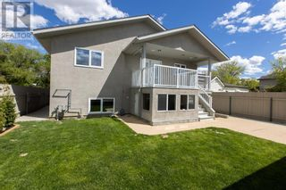 Photo 3: 332 15 Street N in Lethbridge: House for sale : MLS®# A1114555