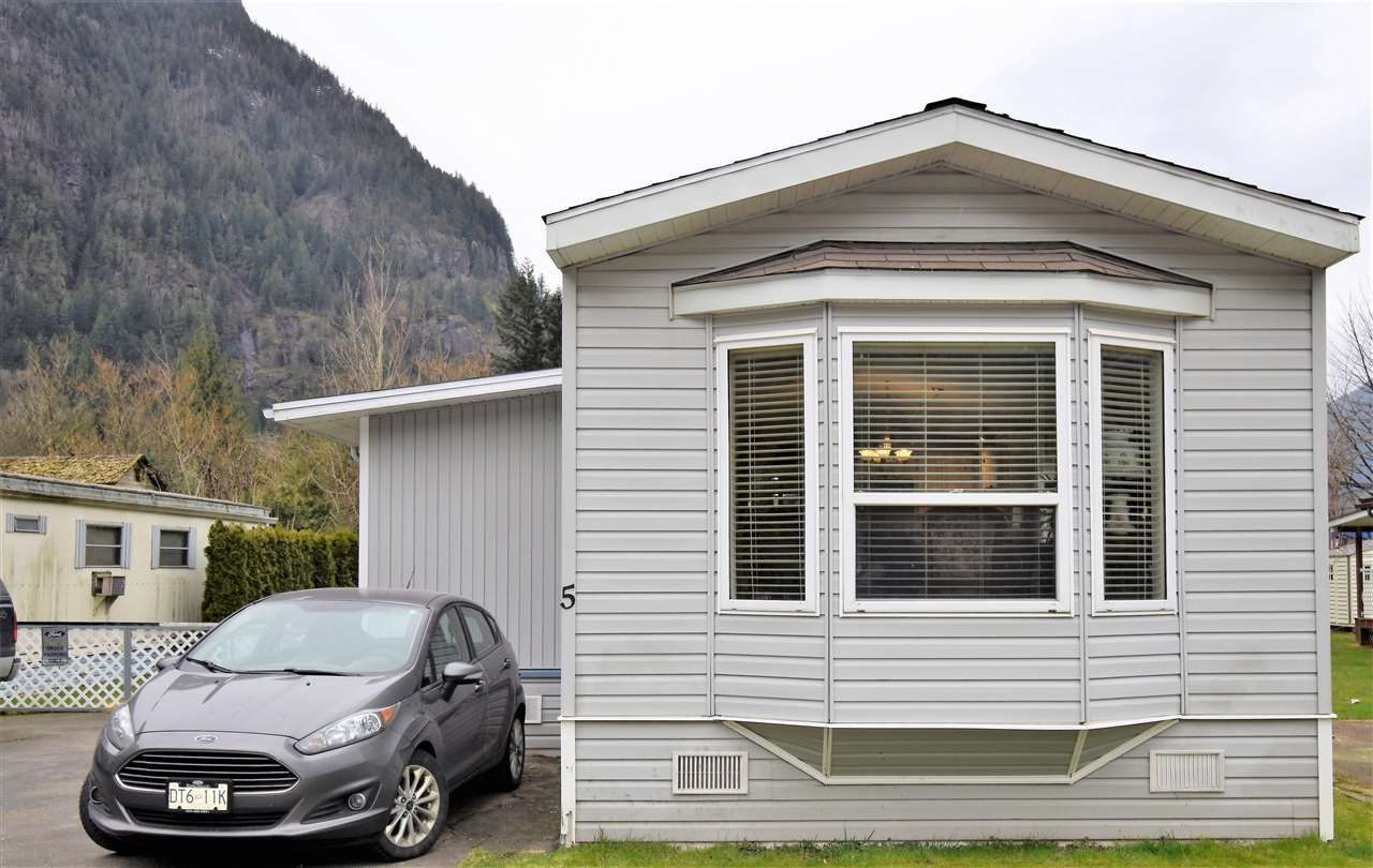 Main Photo: 5 62010 FLOOD HOPE Road in Hope: Hope Center Manufactured Home for sale : MLS®# R2551345