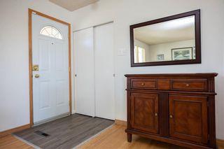 Photo 3: 161 Crestwood Crescent in Winnipeg: Windsor Park Residential for sale (2G)  : MLS®# 202023611