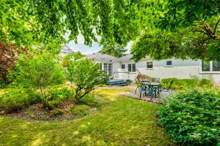 """Photo 2: 334 OLIVER Street in New Westminster: Queens Park House for sale in """"Queens Park"""" : MLS®# R2589086"""