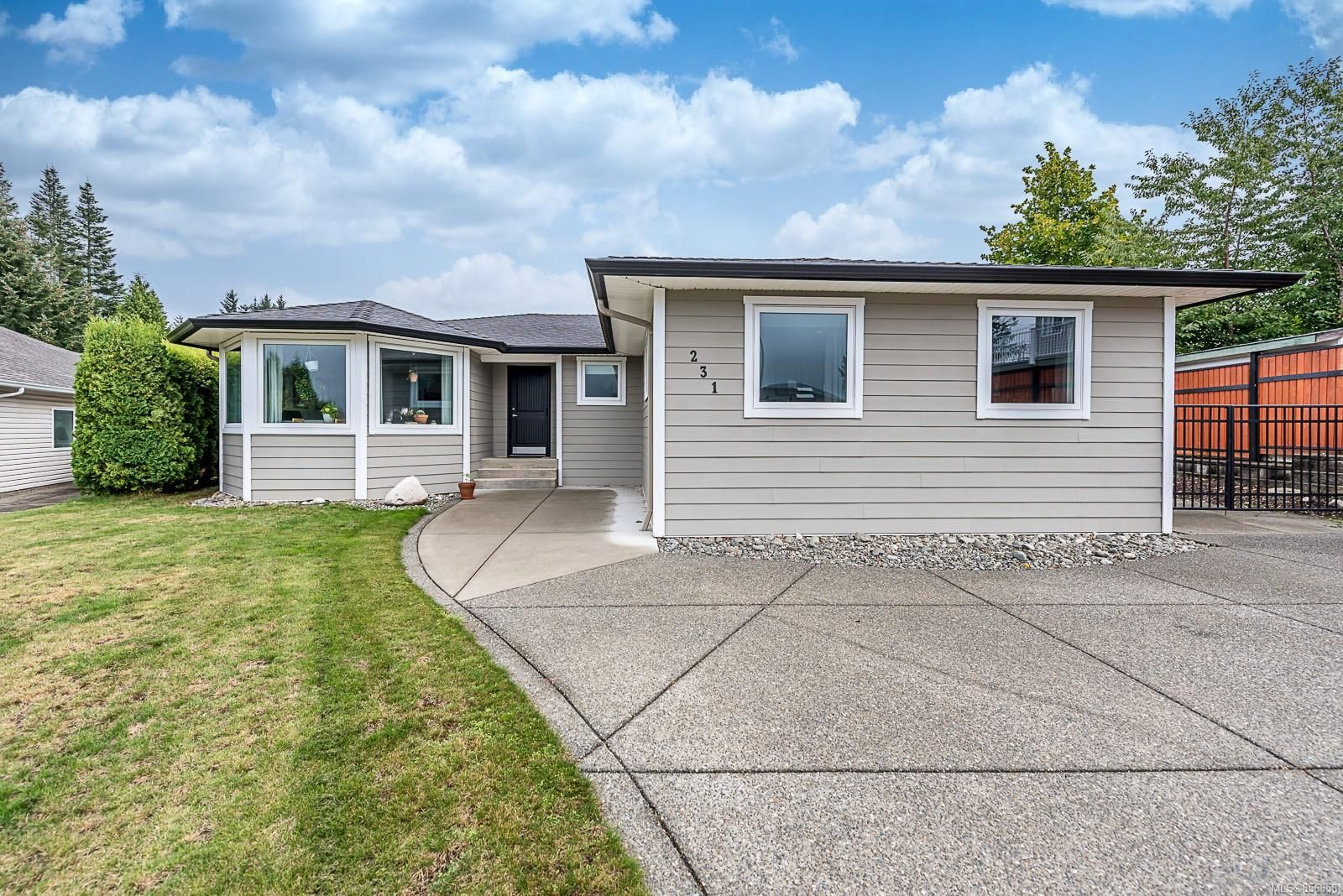 Main Photo: 231 Carmanah Dr in Courtenay: CV Courtenay East House for sale (Comox Valley)  : MLS®# 856358