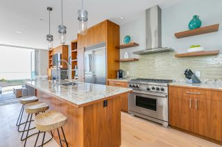 "Photo 13: 15048 BUENA VISTA Avenue: White Rock House for sale in ""White Rock Hillside"" (South Surrey White Rock)  : MLS®# R2611909"