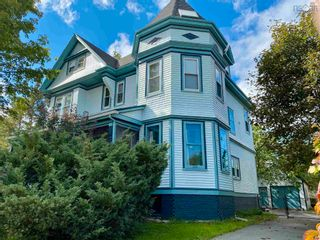 Photo 1: 210 Gray Street in Windsor: 403-Hants County Residential for sale (Annapolis Valley)  : MLS®# 202124964