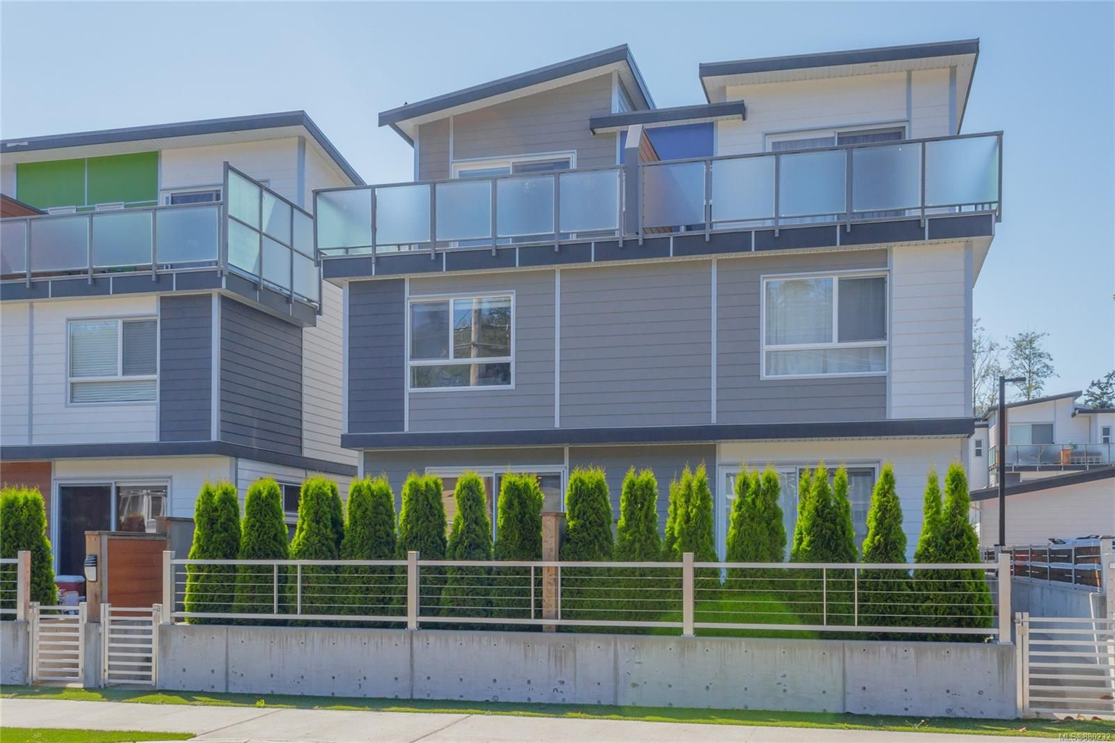 Main Photo: 105 3321 Radiant Way in Langford: La Happy Valley Row/Townhouse for sale : MLS®# 880232