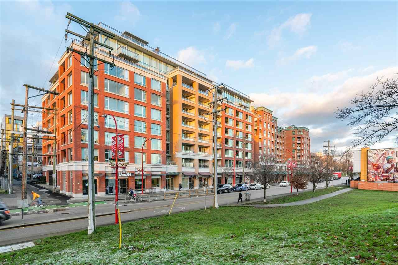 "Main Photo: 420 221 UNION Street in Vancouver: Strathcona Condo for sale in ""V6A"" (Vancouver East)  : MLS®# R2537384"