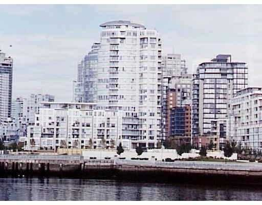 "Main Photo: 1383 MARINASIDE Crescent in Vancouver: False Creek North Condo for sale in ""THE COLUMBUS"" (Vancouver West)  : MLS®# V629644"