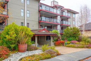 Photo 1: 305 420 Parry St in VICTORIA: Vi James Bay Condo for sale (Victoria)  : MLS®# 828944
