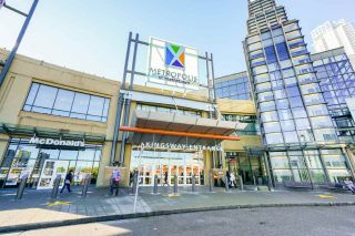 """Photo 22: 2102 4350 BERESFORD Street in Burnaby: Metrotown Condo for sale in """"CARLTON ON THE PARK"""" (Burnaby South)  : MLS®# R2584428"""
