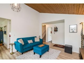 """Photo 8: 6036 W GREENSIDE Drive in Surrey: Cloverdale BC Townhouse for sale in """"Greenside Estates"""" (Cloverdale)  : MLS®# R2588441"""