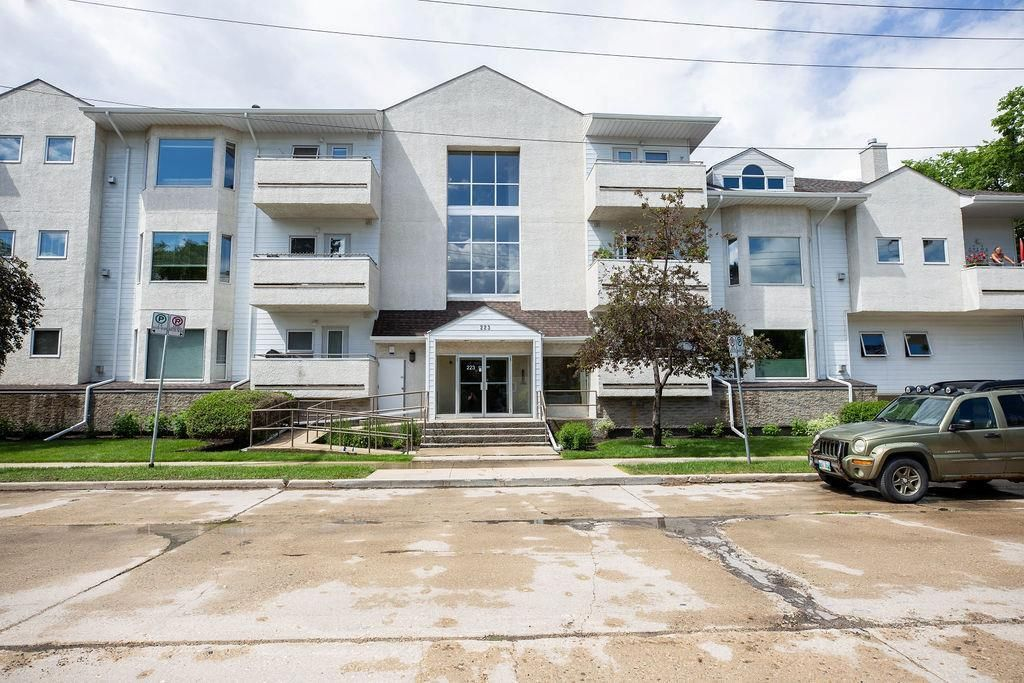 Main Photo: 304 223 Masson Street in Winnipeg: St Boniface Condominium for sale (2A)  : MLS®# 202014679