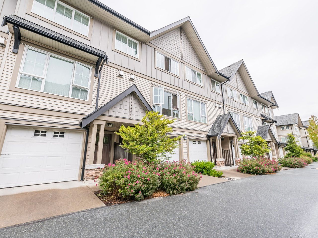 """Main Photo: 263 2501 161A Street in Surrey: Grandview Surrey Townhouse for sale in """"Highland Park"""" (South Surrey White Rock)  : MLS®# R2467326"""