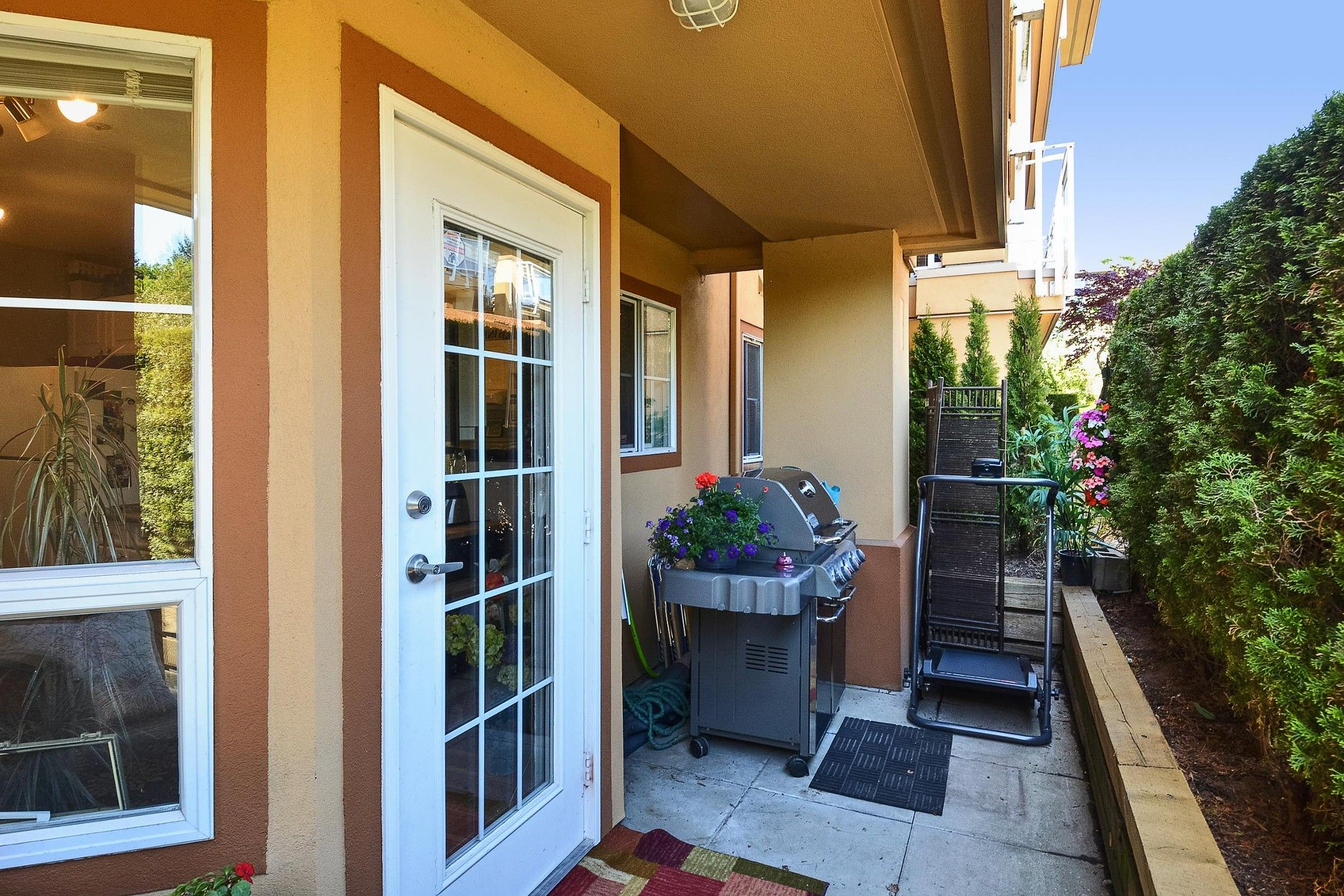 """Photo 5: Photos: 112 15155 22 Avenue in Surrey: Sunnyside Park Surrey Condo for sale in """"Villa Pacifica"""" (South Surrey White Rock)  : MLS®# R2348668"""