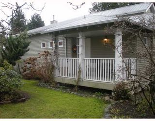 """Photo 9: 1558 BOWSER Avenue in North Vancouver: Norgate Townhouse for sale in """"ILLAHEE"""" : MLS®# V803021"""