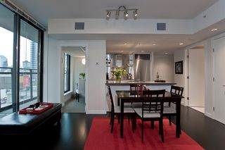 """Photo 1: 1007 788 RICHARDS Street in Vancouver: Downtown VW Condo for sale in """"L'HERMITAGE"""" (Vancouver West)  : MLS®# V815597"""