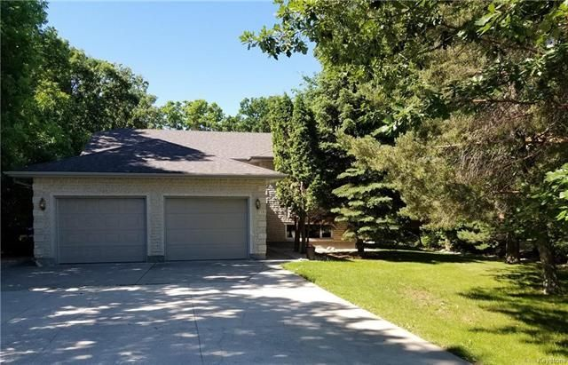Main Photo: 115 NORTH HILL Drive in East St Paul: North Hill Park Residential for sale (3P)  : MLS®# 1816530