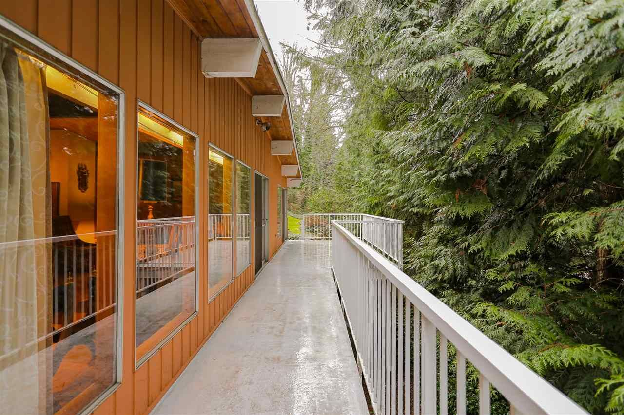 "Photo 5: Photos: 321 DECAIRE Street in Coquitlam: Central Coquitlam House for sale in ""AUSTIN HEIGHTS"" : MLS®# R2038297"