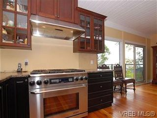 Photo 5: 2904 PHYLLIS Street in VICTORIA: SE Ten Mile Point House for sale (Saanich East)  : MLS®# 303995