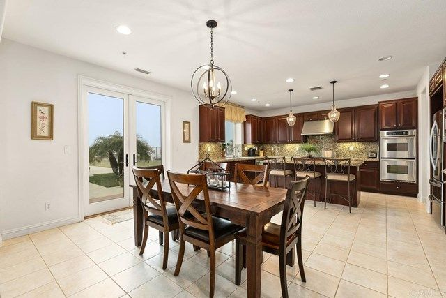 Photo 12: Photos: House for sale : 5 bedrooms : 1171 Adena Way in San Marcos