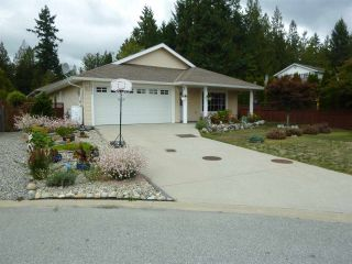 """Photo 1: 5744 EMILY Way in Sechelt: Sechelt District House for sale in """"CASCADE HEIGHTS"""" (Sunshine Coast)  : MLS®# R2400913"""