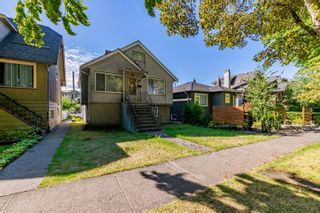 Photo 1: 2558 WILLIAM Street in Vancouver: Renfrew VE House for sale (Vancouver East)  : MLS®# R2620358