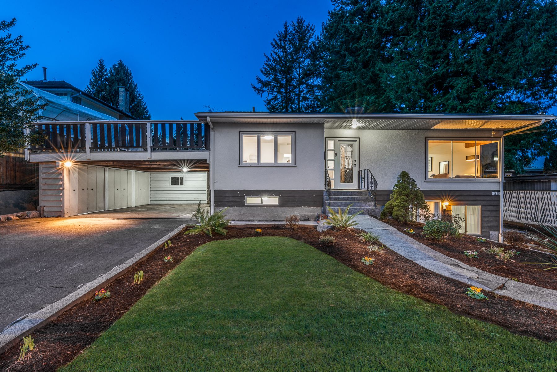 Main Photo: 1250 E 15TH Street in North Vancouver: Westlynn House for sale : MLS®# R2436572
