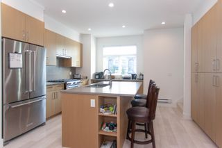 """Photo 4: 25 2427 164 Street in Surrey: Grandview Surrey Townhouse for sale in """"SMITH"""" (South Surrey White Rock)  : MLS®# R2624142"""