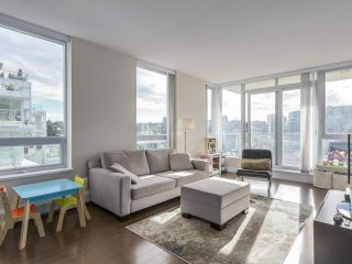 "Photo 3: 907 1833 CROWE Street in Vancouver: False Creek Condo for sale in ""The Foundry"" (Vancouver West)  : MLS®# R2212971"