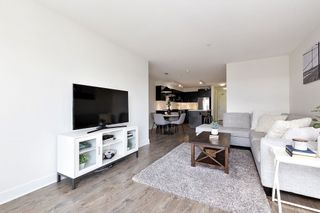 """Photo 4: 402 500 ROYAL Avenue in New Westminster: Downtown NW Condo for sale in """"DOMINION"""" : MLS®# R2501724"""