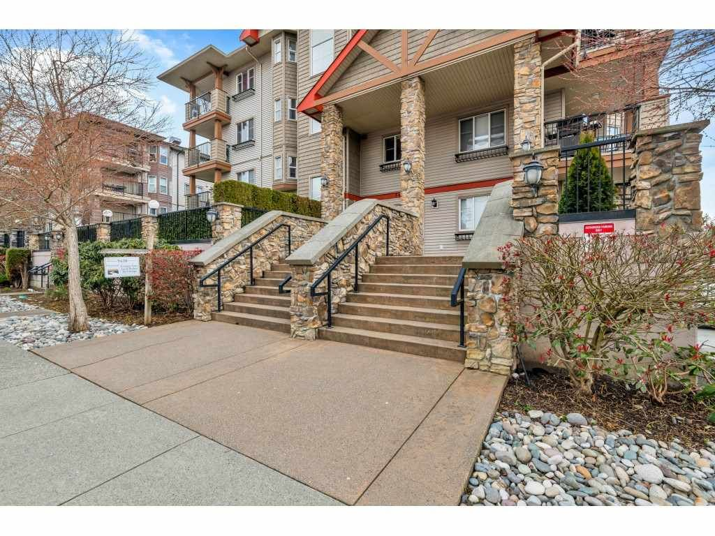 """Main Photo: 310 5438 198 Street in Langley: Langley City Condo for sale in """"CREEKSIDE ESTATES"""" : MLS®# R2448293"""