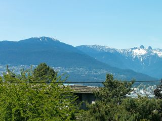Photo 31: 130 LAKEWOOD DRIVE in Vancouver East: Hastings Home for sale ()  : MLS®# R2067409