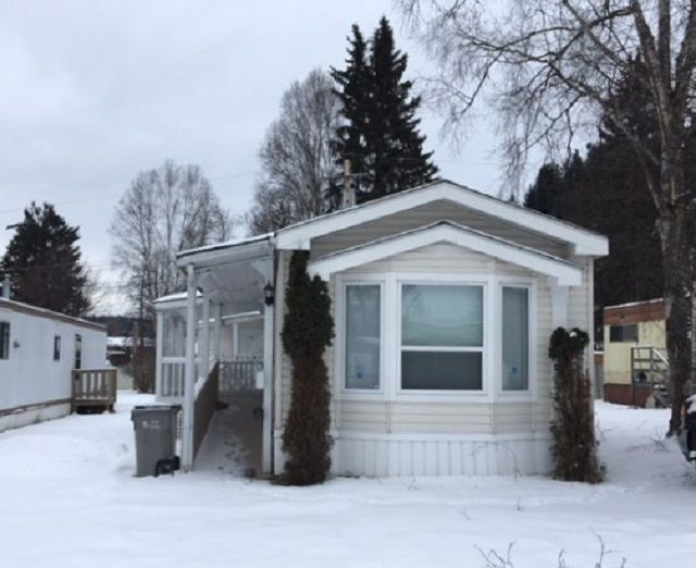 """Photo 1: Photos: 22 654 NORTH FRASER Drive in Quesnel: Quesnel - Town Manufactured Home for sale in """"RIVER WALK MANUFACTURED HOME PARK"""" (Quesnel (Zone 28))  : MLS®# R2533387"""