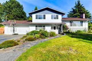 Main Photo: 1670 Ash Rd in Saanich: SE Gordon Head House for sale (Saanich East)  : MLS®# 842636