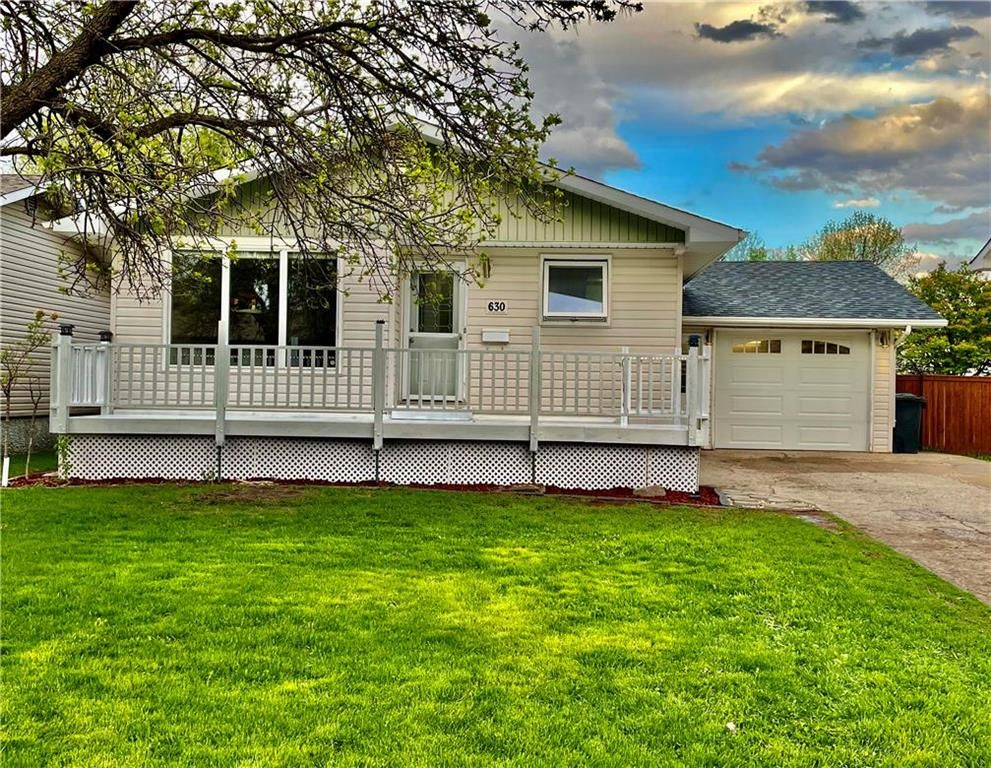 Main Photo: 630 9TH S Street in Portage La Prairie: Northwest - North of Tracks Residential for sale (P05 - NW - North of Tracks)  : MLS®# 202112743