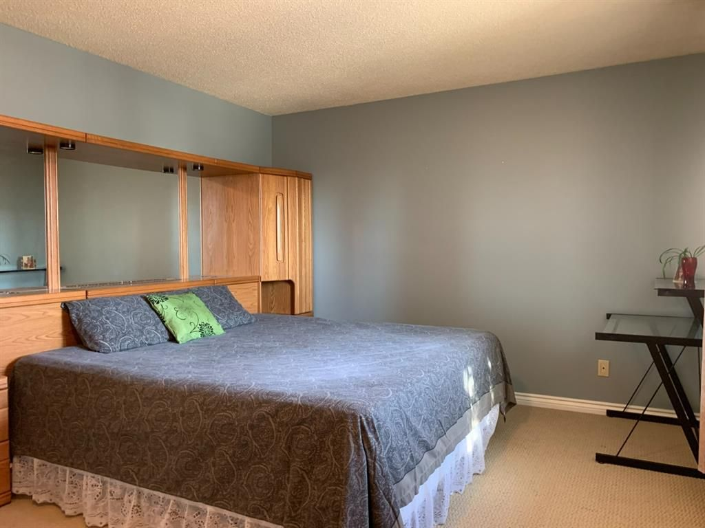 Photo 12: Photos: 37 Fonda Drive SE in Calgary: Forest Heights Semi Detached for sale : MLS®# A1081967