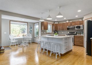 Photo 8: 126 Strathridge Close SW in Calgary: Strathcona Park Detached for sale : MLS®# A1123630