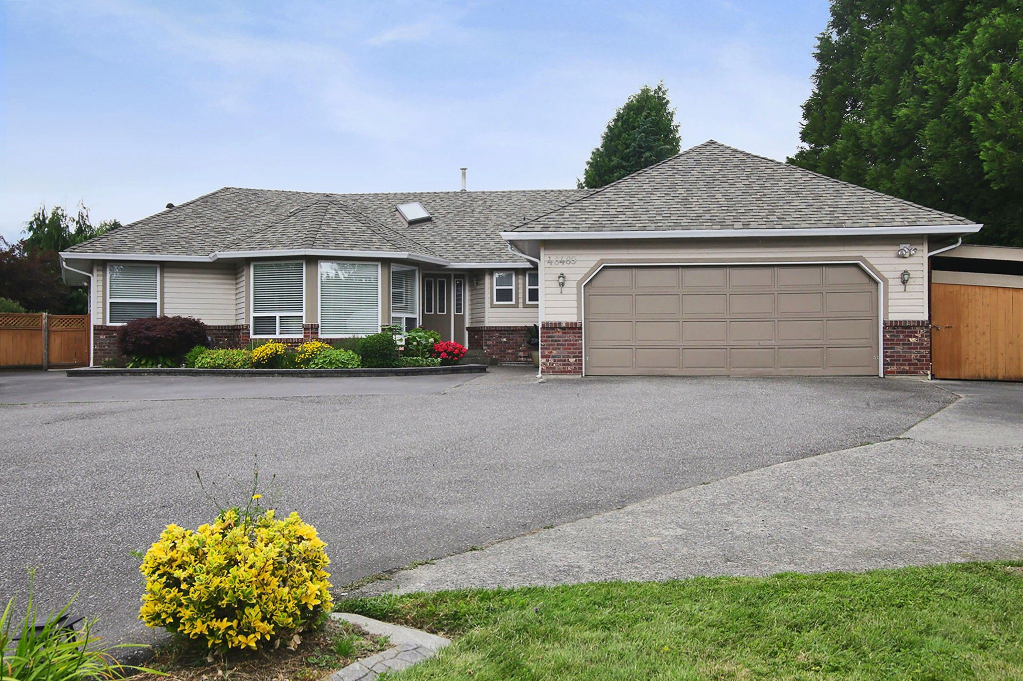 Main Photo: 46489 HOPE RIVER Road in Chilliwack: Fairfield Island House for sale : MLS®# R2404321