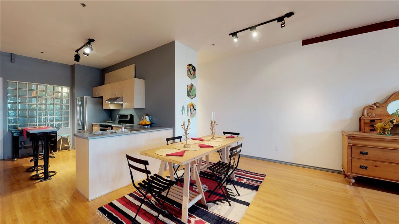 """Photo 3: Photos: 221 2556 E HASTINGS Street in Vancouver: Renfrew VE Condo for sale in """"L'Atelier"""" (Vancouver East)  : MLS®# R2275528"""