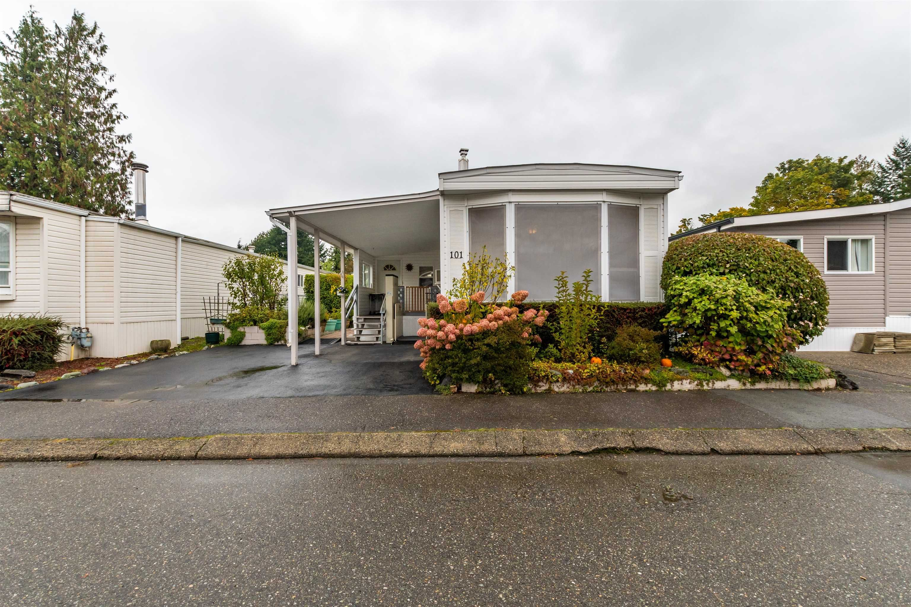 """Main Photo: 101 6338 VEDDER Road in Chilliwack: Sardis East Vedder Rd Manufactured Home for sale in """"Maple Meadows"""" (Sardis)  : MLS®# R2625735"""