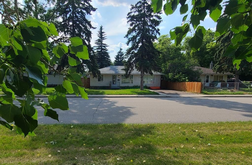 Main Photo: 7215 22 Street SE in Calgary: Ogden Detached for sale : MLS®# A1127784