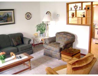 Photo 6: 631 MARTIN Avenue East in WINNIPEG: East Kildonan Residential for sale (North East Winnipeg)  : MLS®# 2914073
