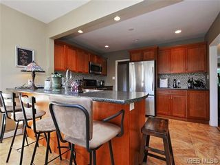 Photo 6: 1055 Nicholson St in VICTORIA: SE Lake Hill House for sale (Saanich East)  : MLS®# 721452
