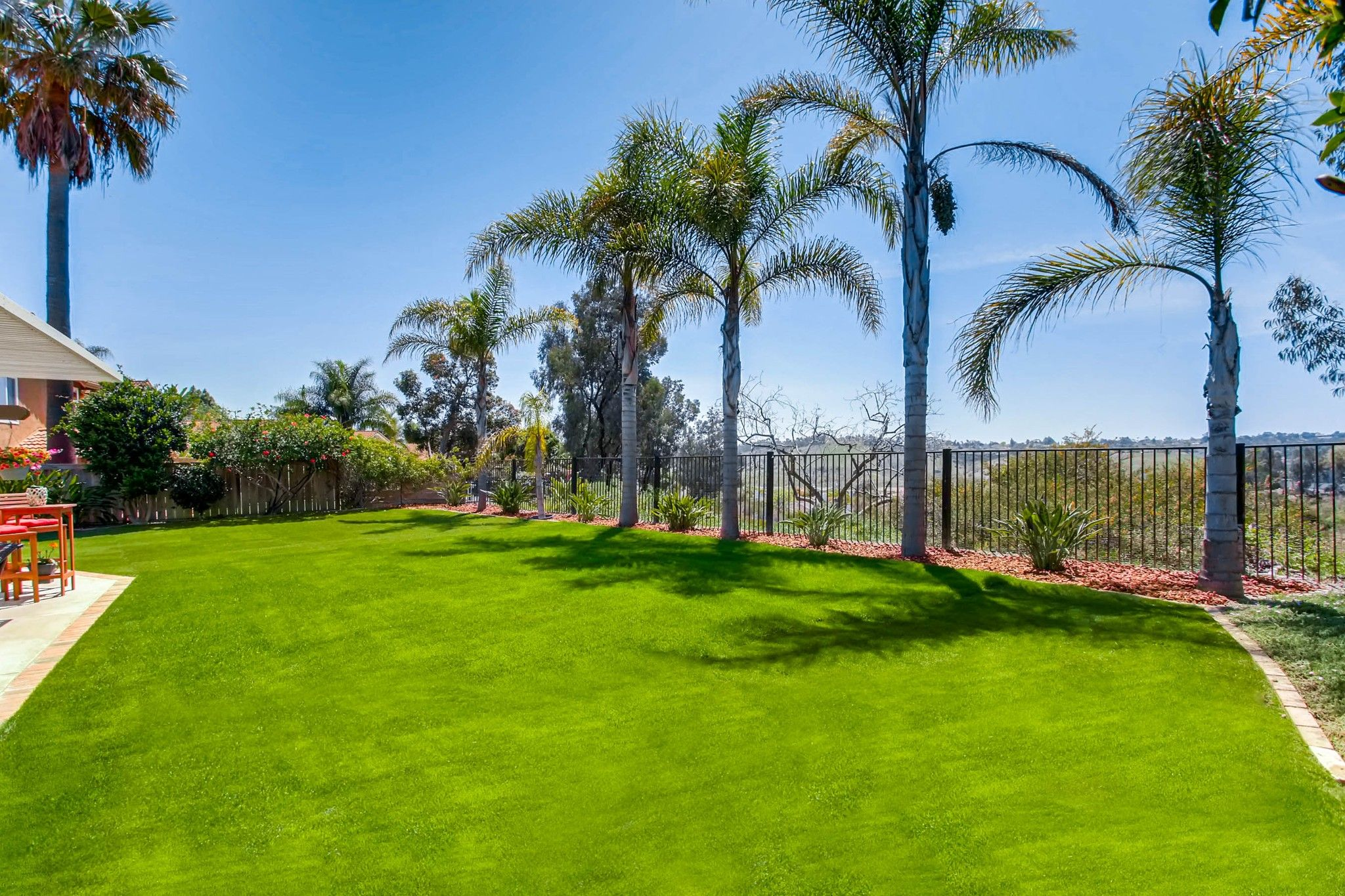 Photo 6: Photos: House for sale (San Diego)  : 5 bedrooms : 3341 Golfers Dr in Oceanside